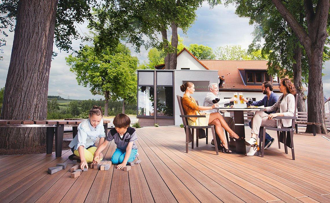 garten terrassen aus holz garten terrasse aus holz ideen f r haus deko aussen bauen. Black Bedroom Furniture Sets. Home Design Ideas